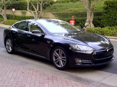 Tesla Mengajak Google Membuat Mobil Tanpa Sopir