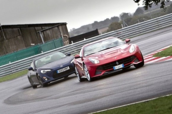 Apa Yang Lebih Menyenangkan F12 Berlinetta Ferrari Atau Toyota GT86