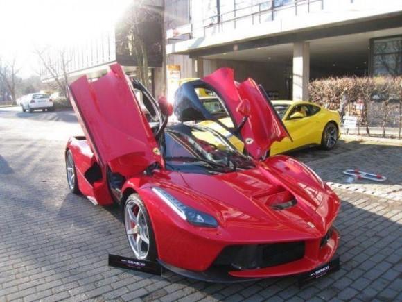Sebuah Penjualan Pertama Ferrari LaFerrari
