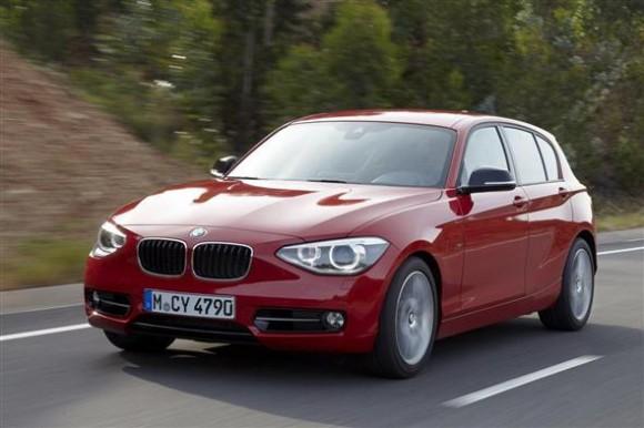 Series 2 BMW Sedan Di Udara