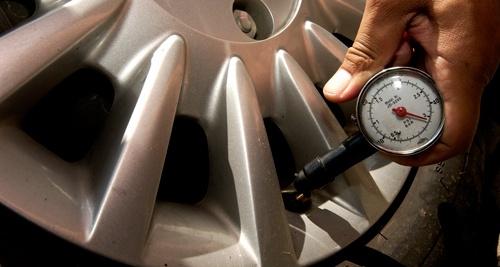 Tekanan Ban Yang Tepat Untuk Mobil Sesuai Dengan Ukuran Pabrikan