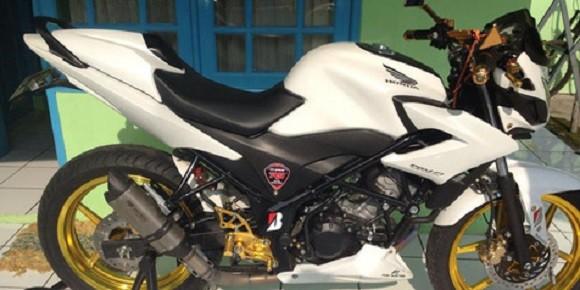 Honda CB150R Tampil Minimalis Smart Elegant