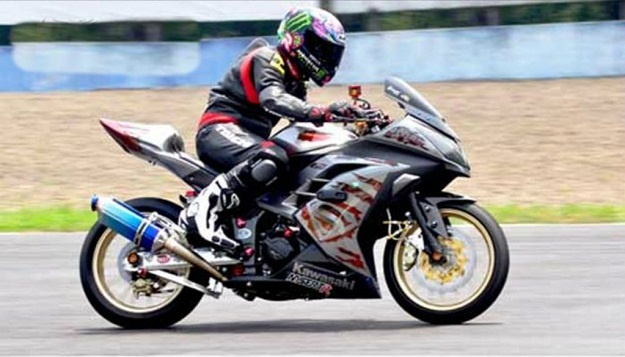 Modifikasi Kawasaki Ninja 250 FI Dengan Airbrush