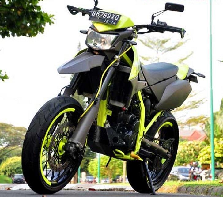 Modifikasi Kawasaki D-Tracker 250 Tampil Supermoto