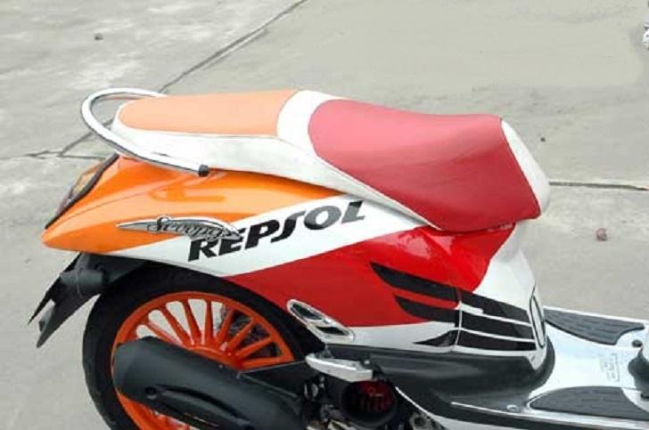 Modifikasi Honda Scoopy, Tampil Seperti Motor Paddock Milik Marquez