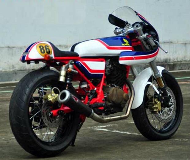 Modifikasi Cafe Racer Honda Tiger 2000, Layaknya pembalap GP500 Honda