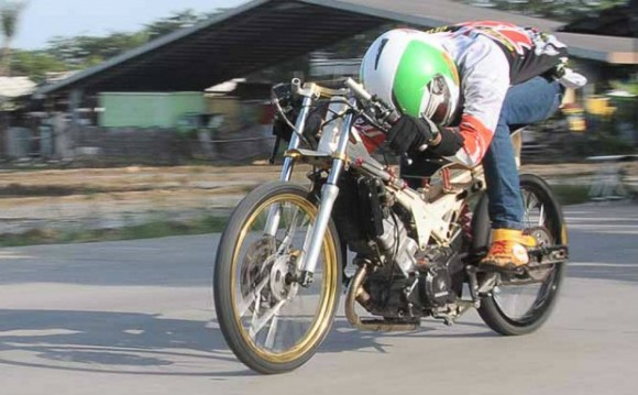 Racikan Upgrade Honda CS 1 Turun Di Drag Bike