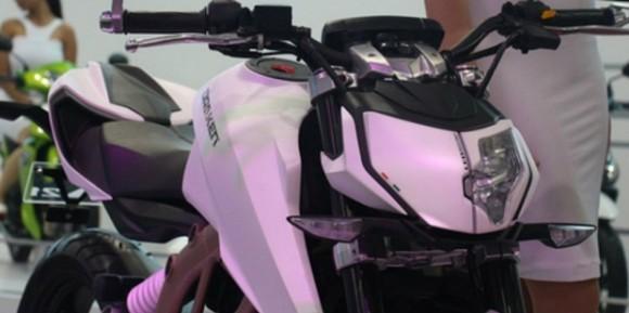 Motor Sport BMW Bermesin 300cc Resmi Mengaspal