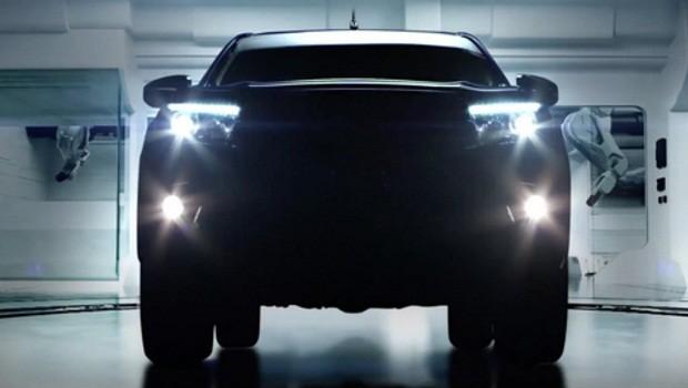 New Toyota Hilux Revo Mengusung Teknologi Dikelasnya Untuk Menggugah Pertarungan Dikelas Pick-Up Double Cabin