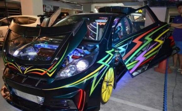 Modifikasi Ekstrim dan Sedikit Futuristik Pada Honda Jazz Merebut Julukan King HIN di Malang 2015