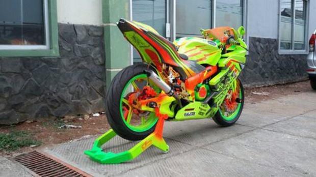 Modifikasi Kawasaki Ninja RR 2002, Tidak Mau Ketinggalan Jaman