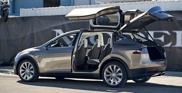 Satu-satunya SUV Listrik Buatan Tesla Resmi Diperkenalkan