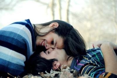 Kalau sedang jatuh cinta, maunya memang Anda bermanja-manja pada si dia