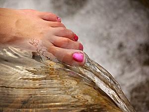 Tips Menghilangkan Bau Kaki Tak Sedap