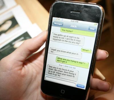 Kalau biasanya si dia rajin menelpon Anda, kali ini yang dilakukukannya adalah menyapa Anda melalui SMS