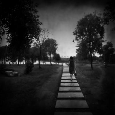Jalan Sendiri-sendiri saat pacaran merupakan salah satu solusi mengatasi rasa jenuh