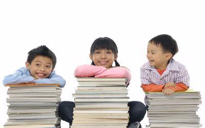 Usia 8-10 Tahun. Anak sudah mampu membedakan dan mengenali hubungan sebab-akibat.
