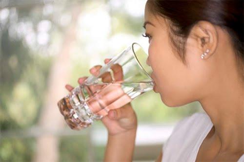 Minum minimal 2 liter air per hari