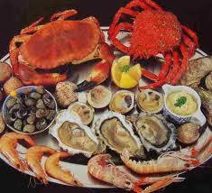 Makanan Laut, seperti udang, kepiting, remis, tiram dan cumi-cumi.