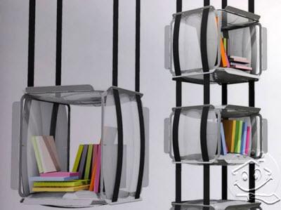 memanfaatkan rak buku sebagai sekat antar ruang