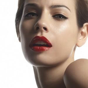 Tips Khusus Perawatan Bibir dan Menerapkan Kosmetik