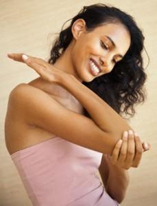 Tips Menghadapi Masalah Kulit Gelap Pada Lutut dan Siku
