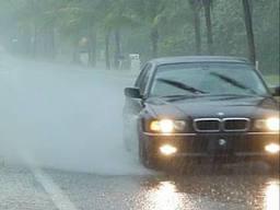 Tips Berkendara Pada Saat Hujan