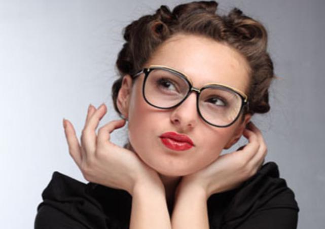 Tips Berpenampilan Cantik Dengan Berkacamata