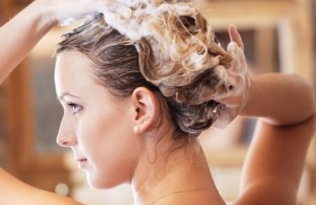 Cara Memilih Shampo Yang Tepat Untuk Rambut Rontok