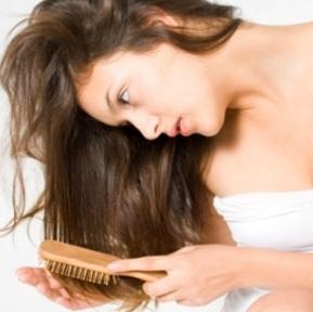 Trik Mengobati dan Merawat Rambut Rontok