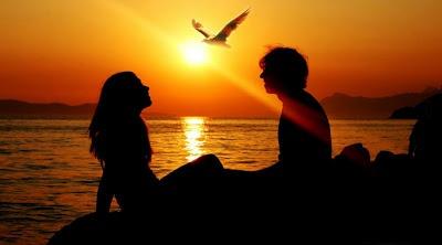 Tips Membuat Pacar Lebih Romantis