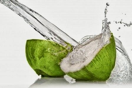 Tips Merawat Kulit Dengan Air Kelapa