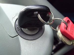 Kunci Mobil Ketinggalan di Dalam
