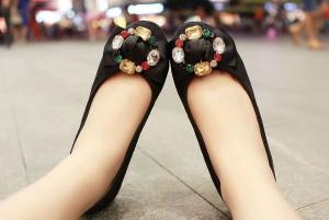 Tips Memilih Sepatu Datar Setiap Suasana