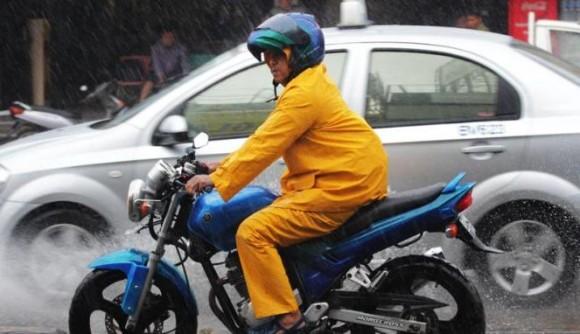 Tips Berkendaran Motor Saat Hujan