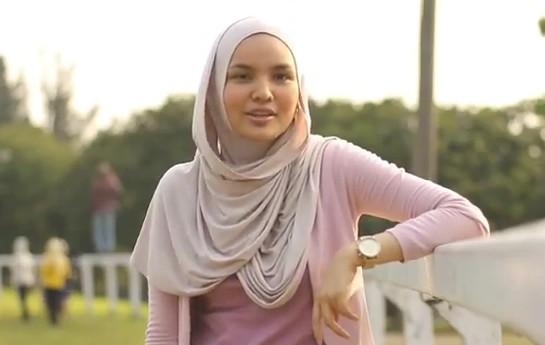 Tips Fashion Hijab Untuk Wanita Yang Aktif