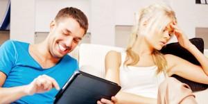 Trik Mengatasi Ketika Pasangan Sibuk dengan Sosial Media