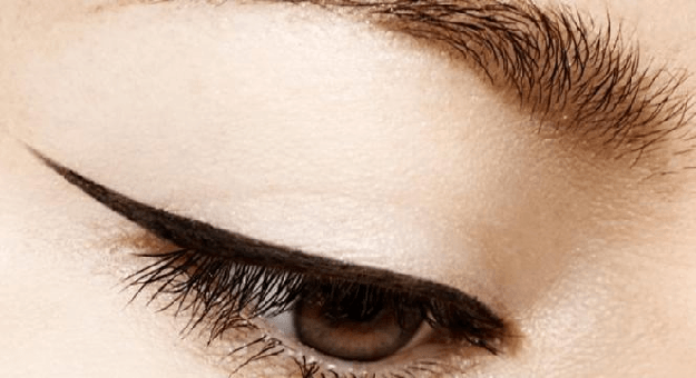 Cara Menggunakan Eyeliner Cat Eye
