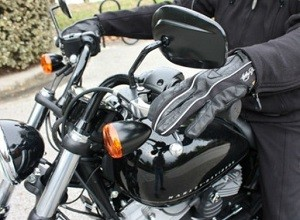 Tips Mengendarai Motor Kopling Di Tanjakan Dan Turunan
