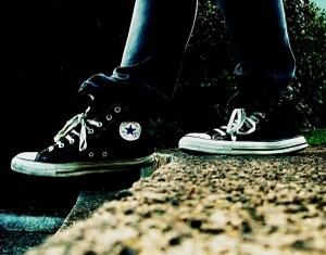 cara-memperbaiki-sepatu-converse